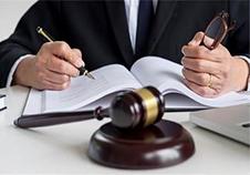 你需要委托并授权给律师,律师才可以介入案件,授权是啥?
